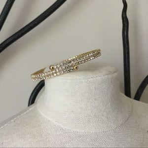 Jewelry - NWOT Gold Tone & Rhinestone Bangle Bracelet